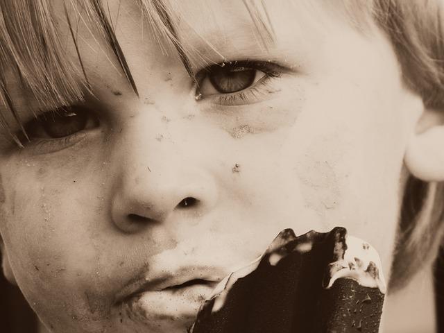 dítě s nanukem.jpg
