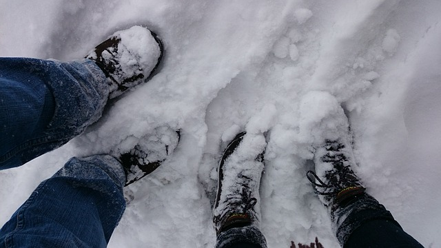 sníh na nohou