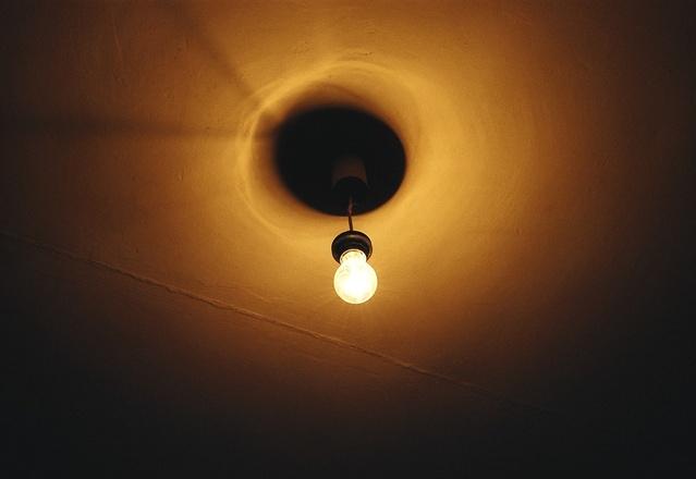 rozsvícené stropní svítidlo.jpg